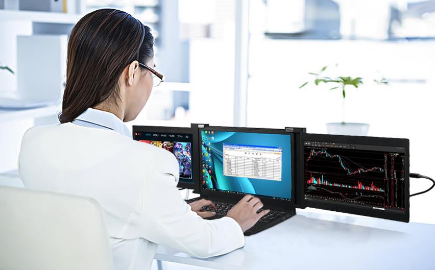 Obsah obrázku text, osoba, interiér, přenosný počítačPopis byl vytvořen automaticky